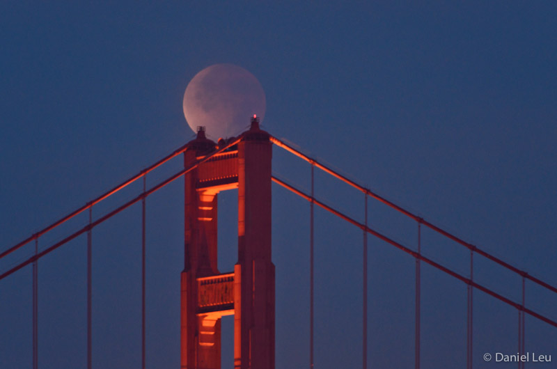 lunar_ecllipse_golden_gate_bridge_DL_20111210_DSC0844