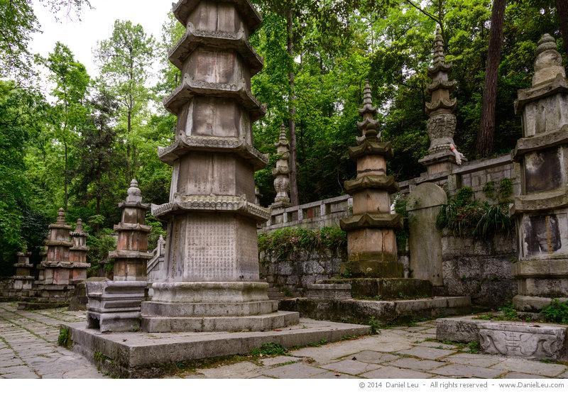 Columns, Hongfu Temple