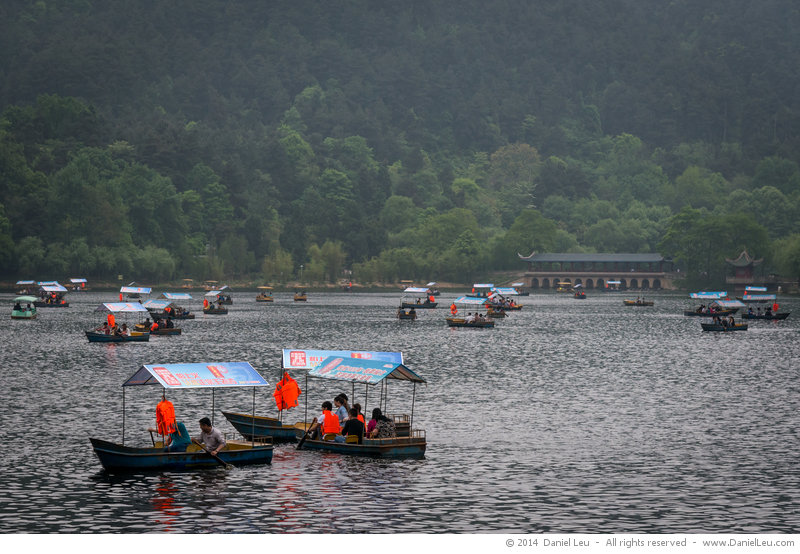 Tourist boats on Qianling Lake