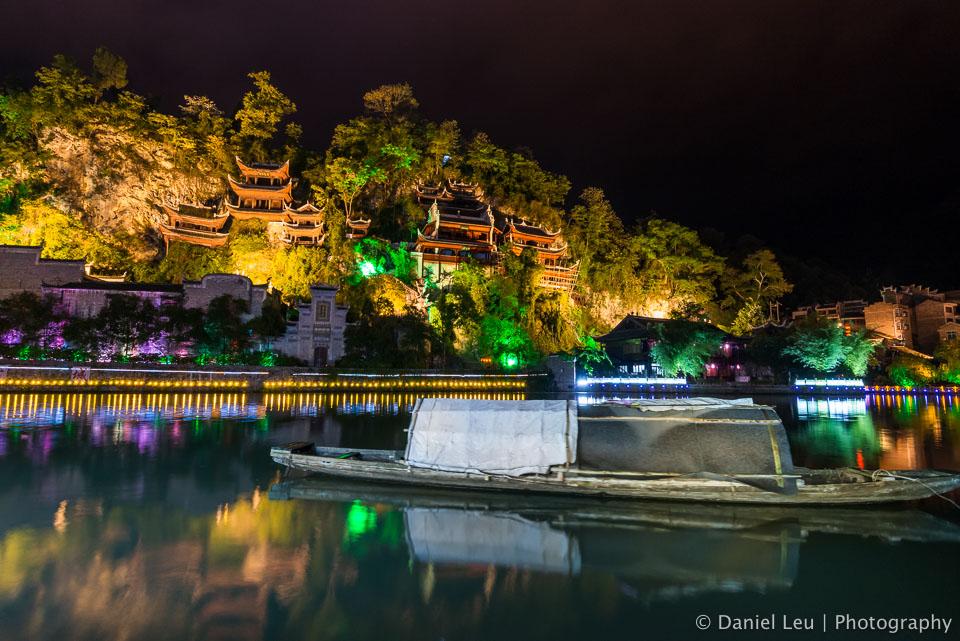 Qinglong Dong temple at night
