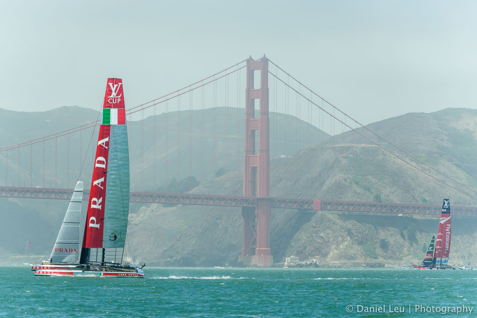 Luna Rossa and Emirates Team New Zealand in front of the Golden Gate Bridge