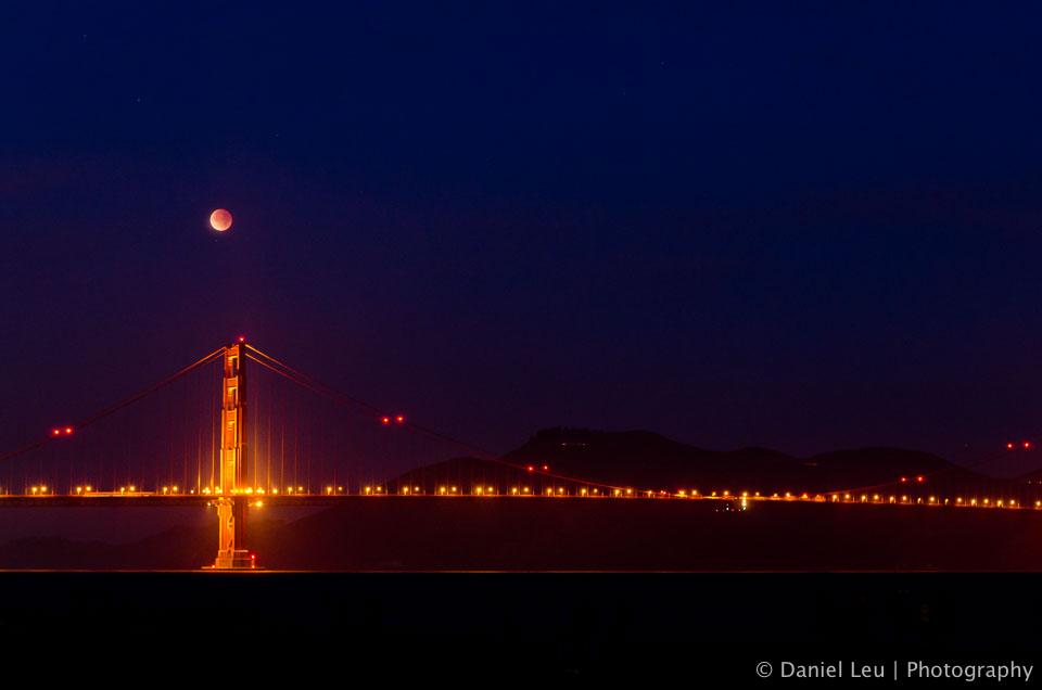 lunar_eclipse_golden_gate_bridge_DL_20111210_DSC0820.jpg