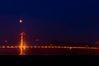 lunar_eclipse_golden_gate_bridge_DL_20111210_DSC0820.jpg