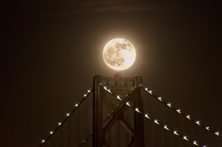 full_moon_bay_bridge_DL_20111210_DSC0921.jpg